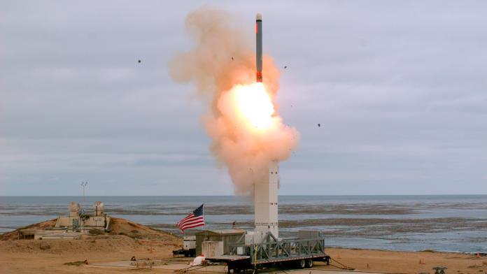 ▲美國國防部宣布 18 日於加州聖尼古拉斯島測試中程飛彈成功。(圖/美聯社/達志影像)
