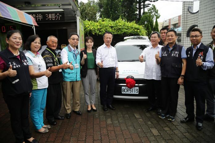 善心人士徐逢賓先生致贈3+1行動醫療團隊一部醫事巡迴車。