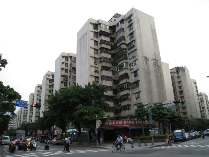 ▲〈達人帶路〉南萬華生活圈以青年公園為核心,周邊有許多國宅,房價親民好入手。(圖/信義房屋提供)