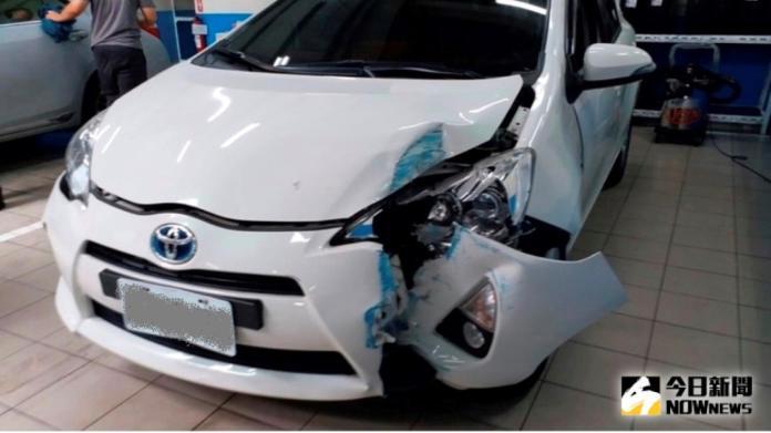 影/你相信嗎?車在保養廠內被撞爛 原因令人超傻眼