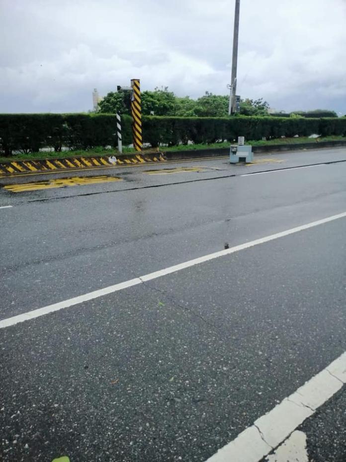 <br> ▲這張相片流出後,網友們紛紛留言表示「颱風來了那麼多個,終於來了個有建設性的」。(圖/翻攝自職業聯結車 職業大貨車 大客車 拉拉隊 運輸業 照片影片資訊分享團)