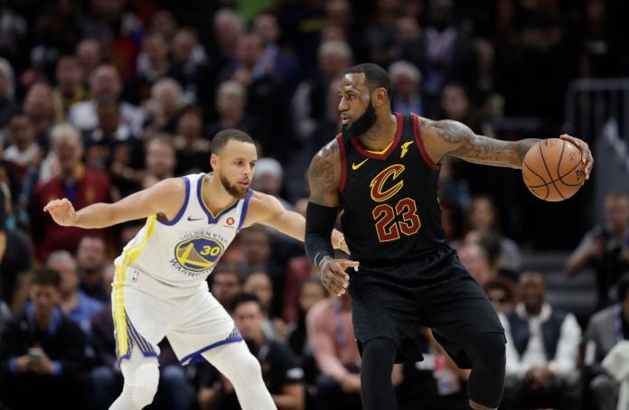 ▲LeBron James對決Stephen Curry。(圖/美聯社/達志影像)