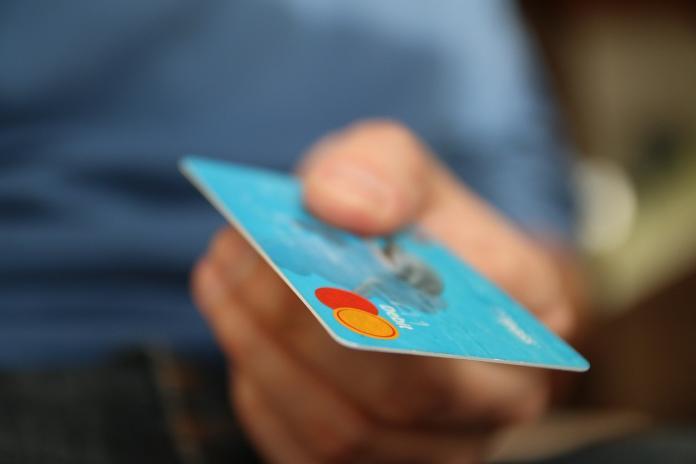 不用信用卡超蠢? 消費者曝「<b>隱藏優點</b>」:超好用!