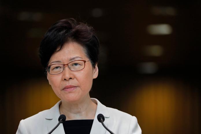 ▲香港特首林鄭月娥於發布施政報告前 1 天再召開記者會。資料照。(圖/美聯社/達志影像)