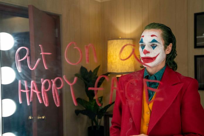 影片暗藏閃爍玄機 拼湊DC小丑起源故事終極預告