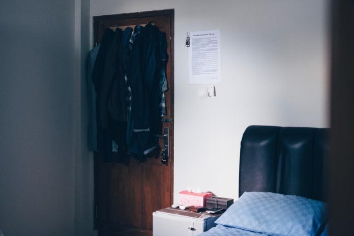 ▲一名女網友租房子住在頂樓加蓋, 2 個月就收電費 7 千元,懷疑被動過手腳。(示意圖/取自 Unsplash )