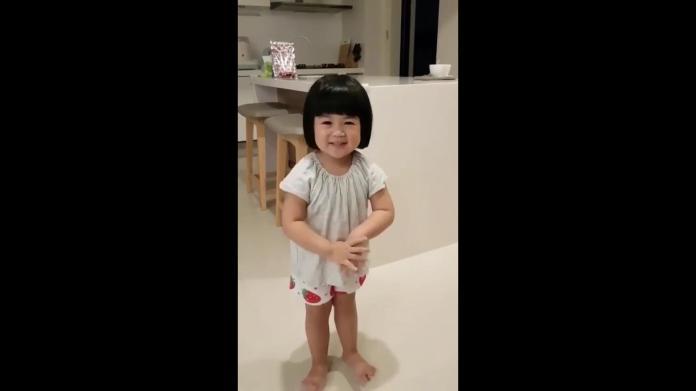 西瓜頭超萌小女孩,以「純正」的台灣國語背誦唐詩,笑翻眾人