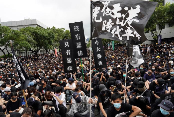 香港大學生<b>罷課</b> 3萬人塞爆中文大學百萬大道