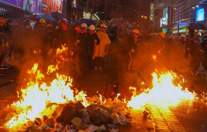 ▲香港反送中抗爭已延燒兩個多月。(圖/美聯社/達志影像)