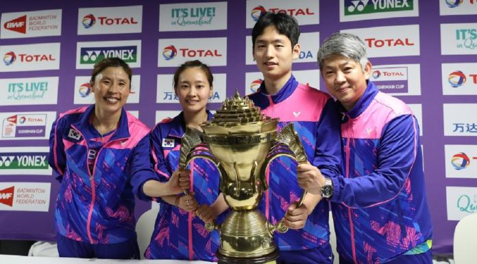南韓羽球教練姜京珍(左)。(圖/翻攝自世界羽聯官網)