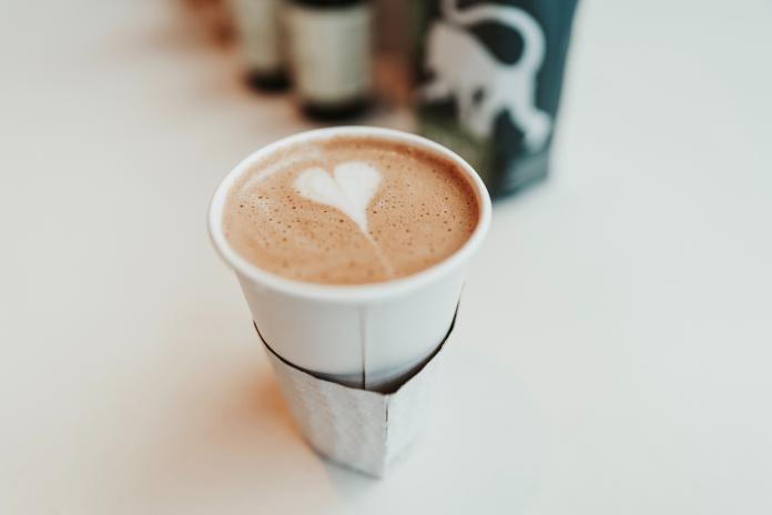 ▲一名網友詢問哪家超商的咖啡最好喝,引起熱烈討論,更供出不為人知的低調極品。(示意圖/取自 Unsplash )