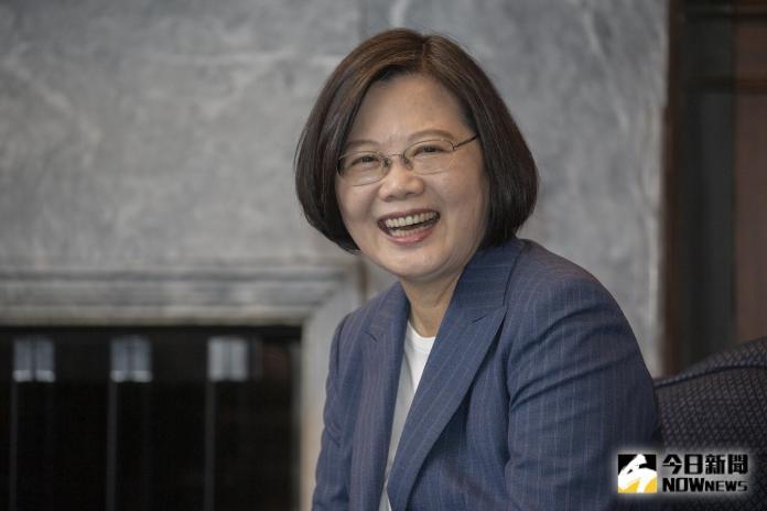 台灣力挺香港反送中抗議,卻遭中國大陸指介入此爭議,對此,總統蔡英文4日受訪時強調,我們沒有介入。(圖/總統府提供)