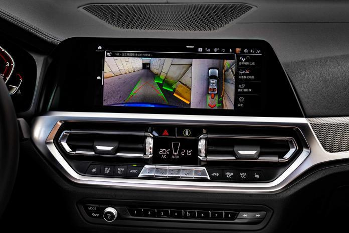 ▲完整配備BMW Personal CoPilot智慧駕駛輔助科技,包括領先業界的自動倒車輔助系統。(圖/業者提供)