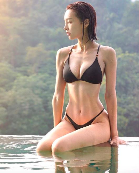 ▲李元玲秀火辣身材。(圖/翻攝IG)