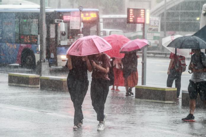 ▲原位於關島東北東方 1400 公里的熱帶性低氣壓,昨( 5 )日生成為今年第 15 號颱風「法西」。(圖/ NOWnews 資料圖片)