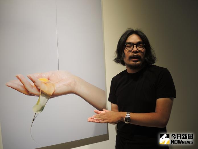 <br> ▲戴宏霖是臺灣新媒體藝術家,也是獨立的攝影工作者。他的創作主題主要以社會現象。(圖/記者陳雅芳攝,2019.09.06)