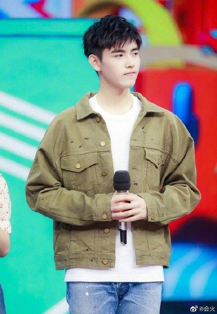 <br> ▲陳飛宇2年前穿著同款外套。(圖/翻攝微博)