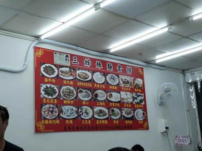 <br> ▲越南華裔「三姊妹」,就用「黑白切」和臺灣朋友博感情。(圖/蔡孟峰攝)