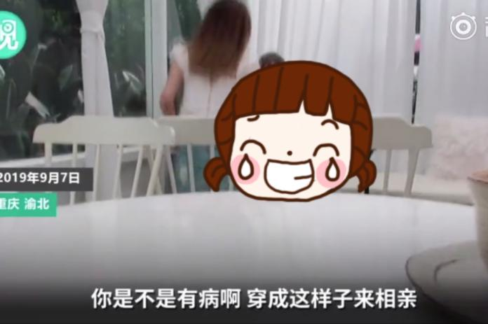 ▲中國大陸重慶市某餐廳裡, 2 名女孩突然鬧得不愉快,其中 1 人甚至氣得掉頭就走。(圖/翻攝自微丟微博)
