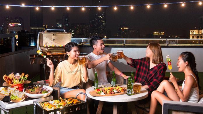 ▲全台最美「高空酒吧」不僅有烤肉趴,還有美髮沙龍服務。(圖/英迪格提供)