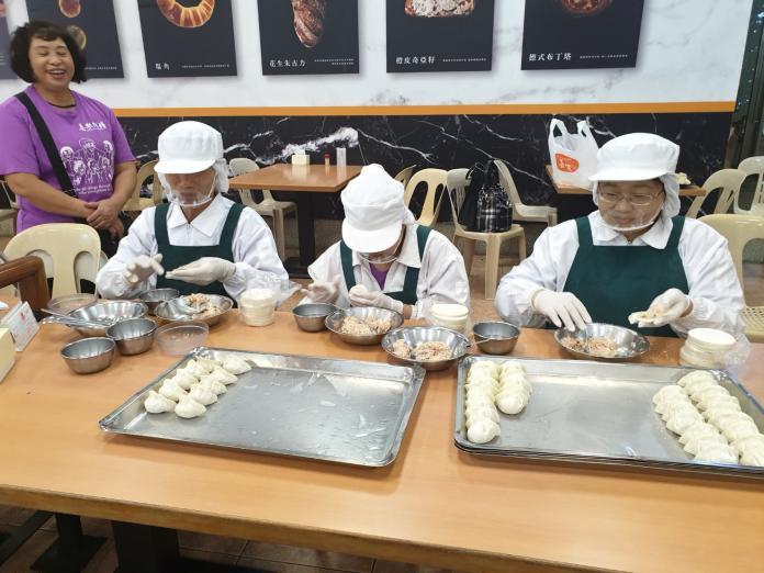 台中東南扶輪社「水餃傳愛」 一包水餃一份就業希望