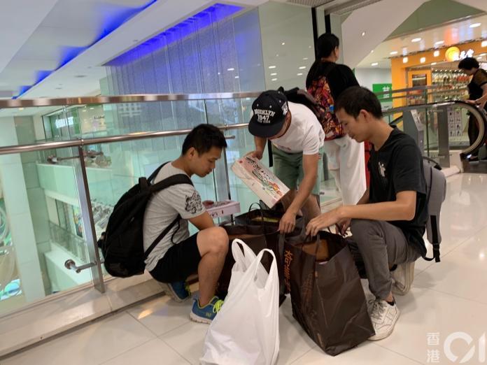 <br> ▲不少陸客因中秋節將至,赴港買月餅準備過節。(圖/翻攝自香港 01)