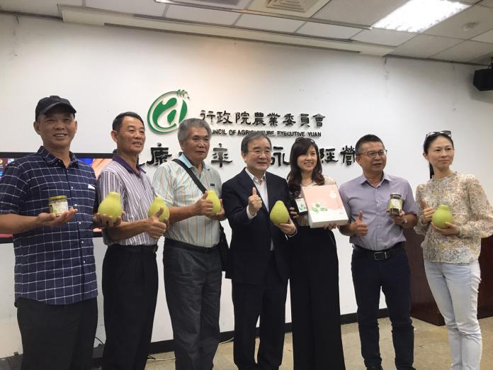 ▲農糧署署長胡忠一(左四)強調,收購大果機制深受農民好評。(圖/記者賴志昶攝)