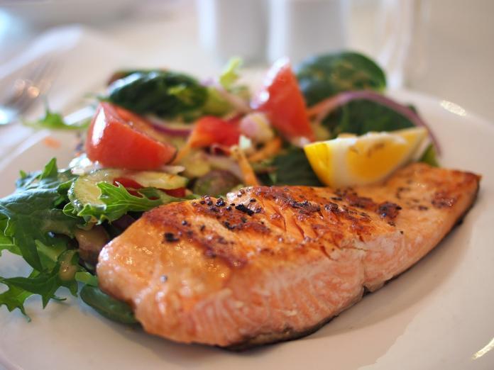 ▲氣炸鍋對肉類食物烹煮最拿手。(取自Pixabay)