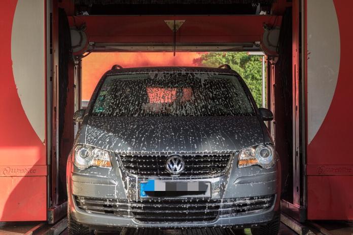 <br> ▲原 PO 趁加油時能免費洗車,於是就想說去洗一下。(示意圖/翻攝自 pixabay )
