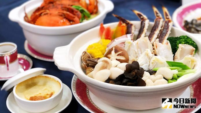 ▲「霸氣帝王蟹饗宴」是10人份海陸盛宴。(圖/記者陳美嘉攝)