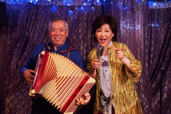 <br> ▲《苦力》藍心湄(右)演唱台語歌〈飲淡薄〉NG至少50次破自己紀錄。(圖 / 公視提供)
