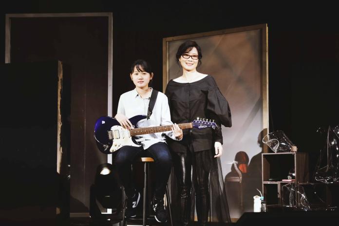 ▲雷光夏(右)和外甥女「小米」一起演出。(圖/聯成娛樂)