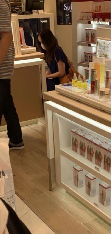▲疑似安室奈美惠被偷拍。(圖/翻攝微博)