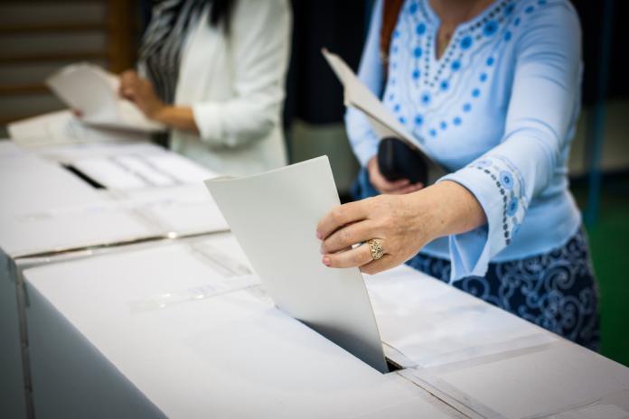 ▲內政部預計於明(17)日舉辦「新住民模擬投票體驗」活動,搶先讓新移民體驗臺灣的投票流程。此為示意圖。(Shutterstock)