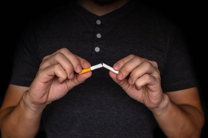 戒菸20多年!男子腰痛難入睡 兇手竟是「肺癌」晚期