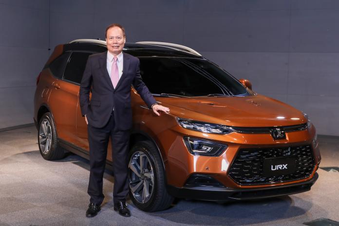 ▲納智捷總經理蔡文榮展示新LUXGEN URX車款。(圖/業者提供)