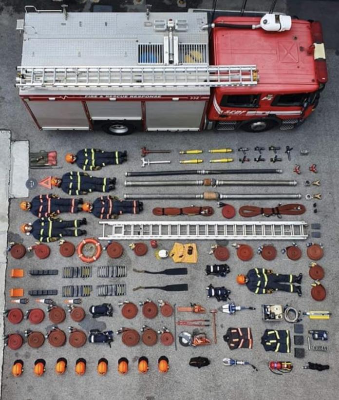 新加坡消防隊真人版開箱(圖翻攝自臉書Singapore Civil Defence Force)