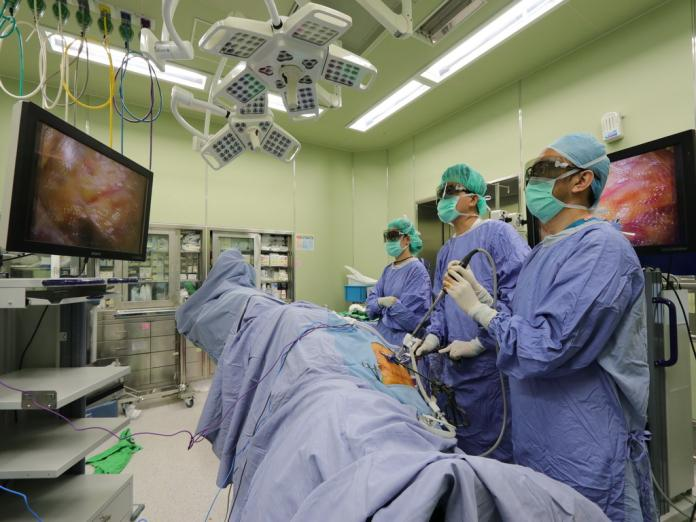 ▲醫生手術情形。 (圖/醫院提供2019.9.17)