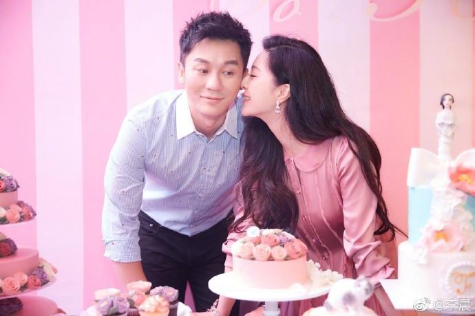 <br> ▲兩年前李晨在范冰冰生日會上向她求婚。(圖 / 翻攝微博)
