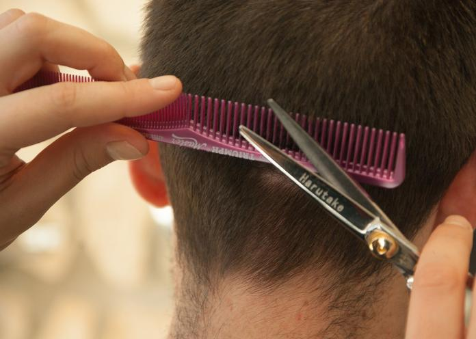 洗頭髮150元很便宜? 員工曝「髮廊手法」:一堆人上當