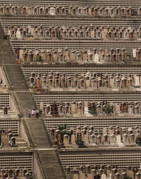 <br> ▲很多人甚至為了骨灰罈的空間,排隊等待了七年才有。(圖/翻攝自推特)