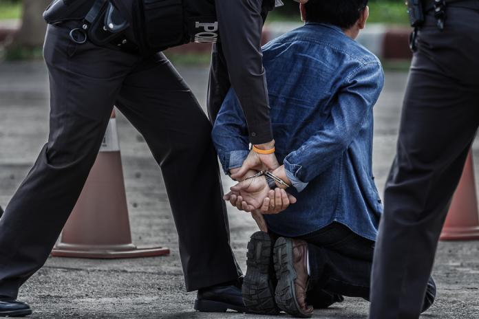 ▲臺灣刑事局和泰國警方一同查緝躲藏於曼谷的詐騙集團,拘捕36歲賴姓主嫌等13名臺灣籍民眾。此為示意圖,非當事人。(圖/Shutterstock)