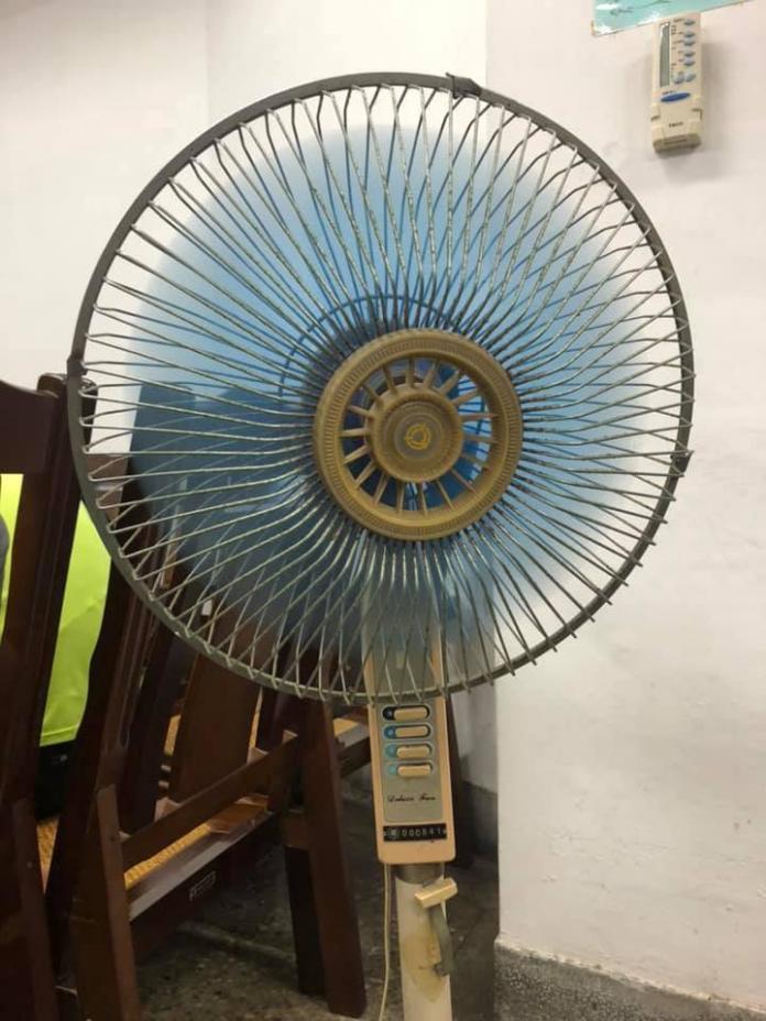 <br> ▲網友曬出家中吹了36年都沒壞的電風扇照片。(圖/翻攝爆廢公社)