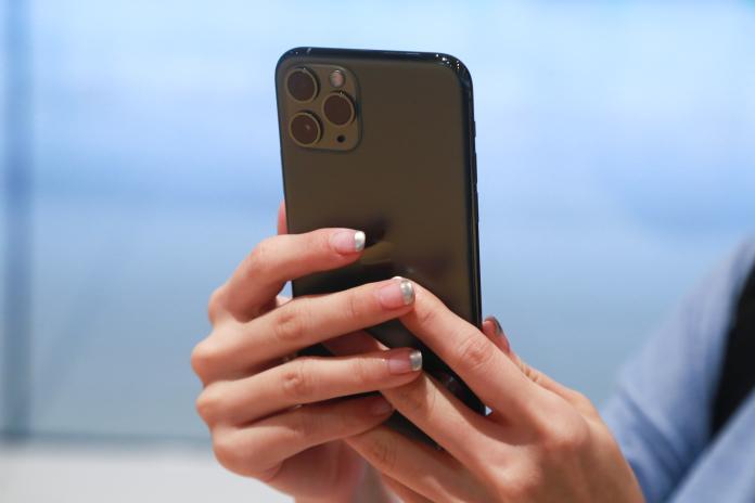 <br> ▲iPhone 11 Pro 午夜綠色是這次果迷排隊的原因。(圖/記者葉政勳攝,2019.9.20)