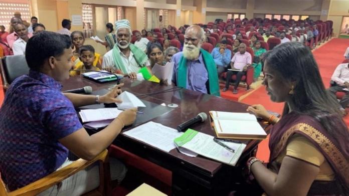 一名印度老翁向當地行政機構請願,想取印度羽球好手辛度為妻。(圖/擷取自India Today)