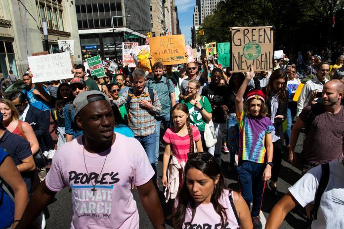 ▲瑞典 16 歲少女通貝理,9 月曾號召「全球氣候罷工」行動,吸引全球 163 個國家、超過 400 萬人參與。資料照。(圖/美聯社/達志影像)