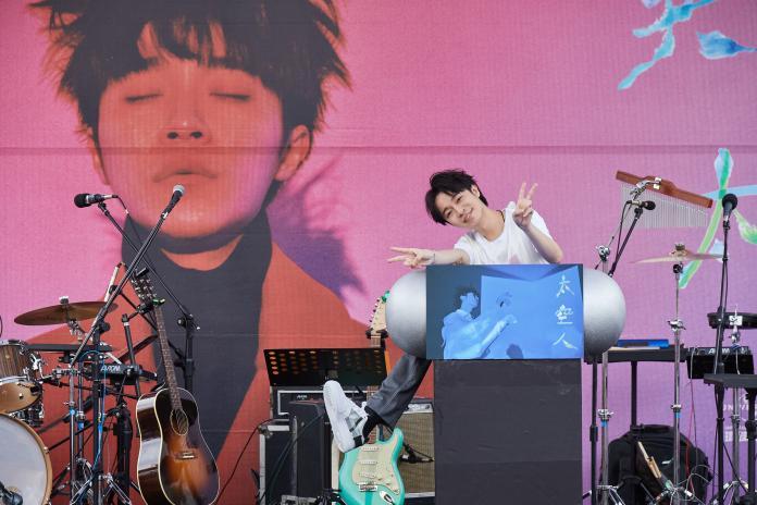 吳青峰第一部自傳「赤裸表白」 首度曝光新歌