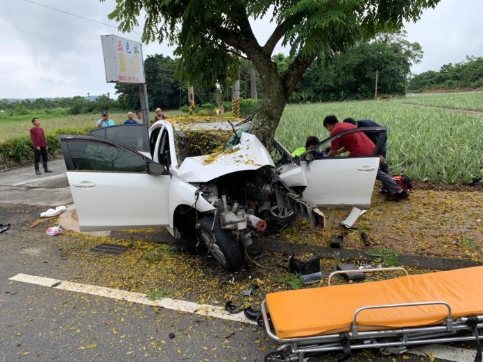 酒駕自撞喪命 撞擊力道強大引擎飛出