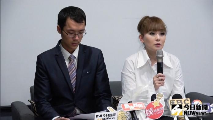 ▲丁小芹在記者陪同下召開道歉記者會。(圖/記者陳思誼攝2019.09.24)