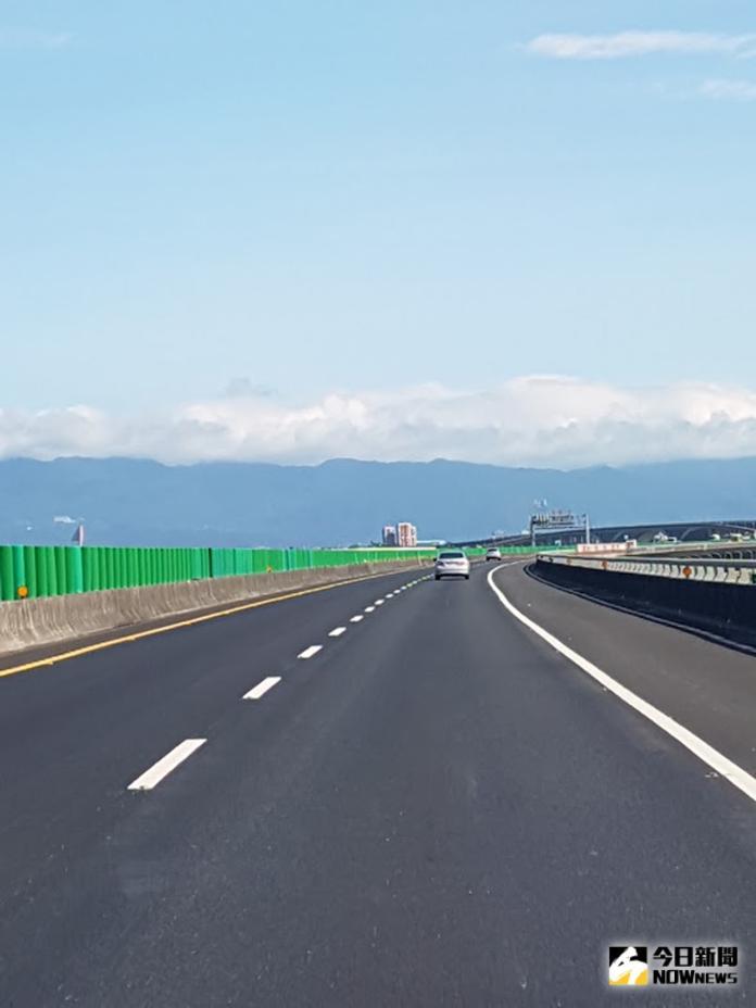 宜蘭地方關注的國道五號銜接蘇花改,在立委與縣府合力爭取下,交通部長林佳龍承諾展開可行性評估,同時也將全力協助增設冬山交流道。